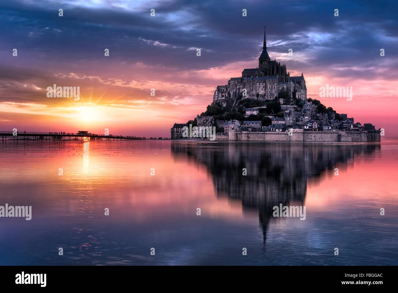 Le Mont Saint-Michel bei Sonnenuntergang, Normandie, Bretagne, Frankreich, Europa Stockfoto