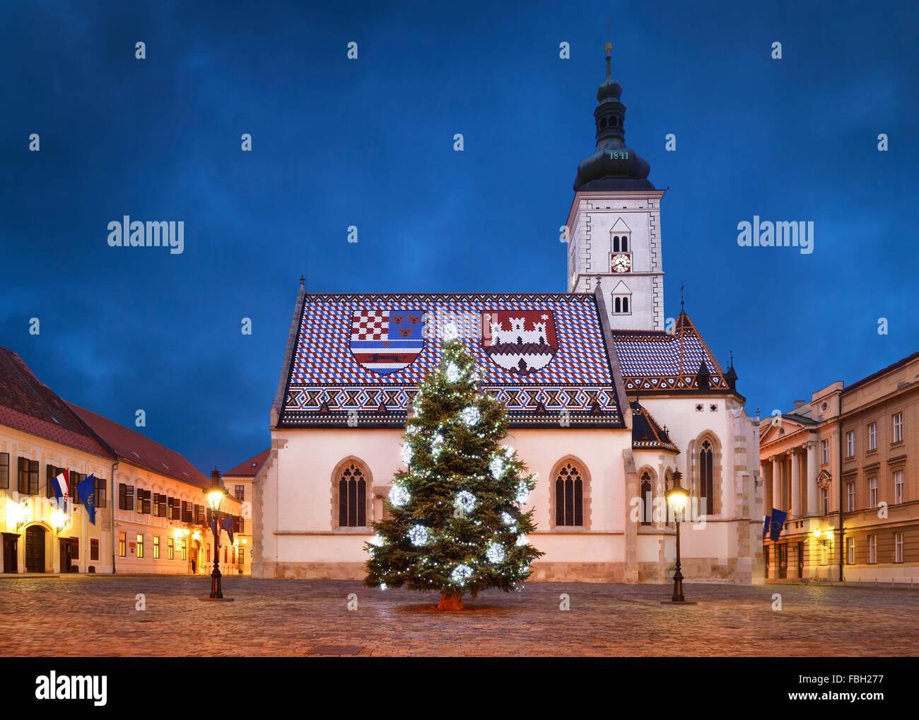 Weihnachten In Kroatien.St Markus Kirche Zu Weihnachten Zagreb Kroatien Stockfoto Bild