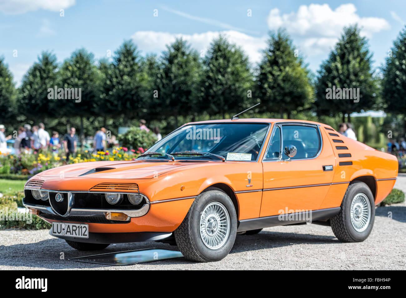 Schwetzingen, Baden-Württemberg, Deutschland, Alfa Romeo Montreal, Coupe von Bertone auf der Classic Gala Concours Stockbild