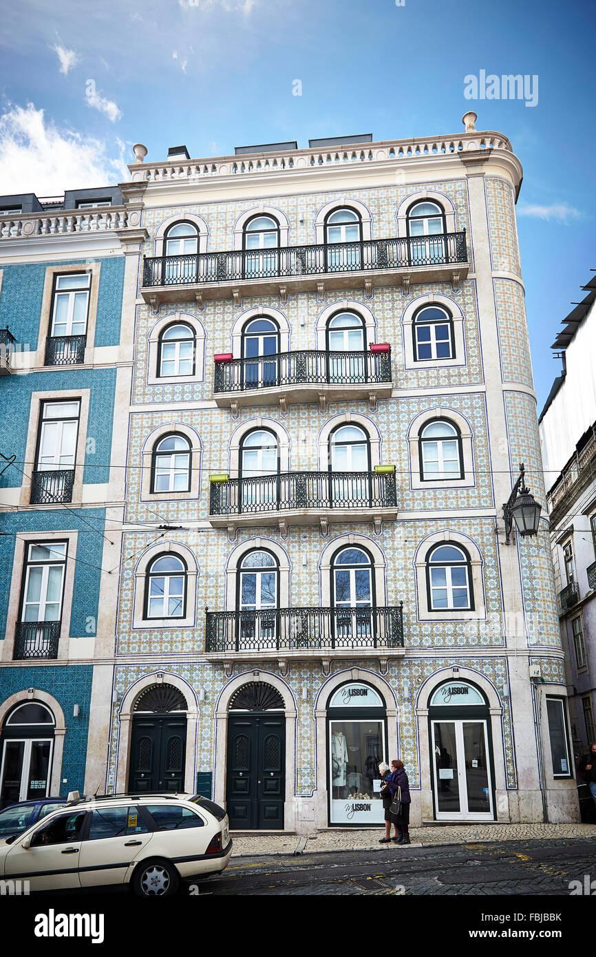 ansicht stra e hausfassade des hauses keramik fliesen gemustert lissabon portugal. Black Bedroom Furniture Sets. Home Design Ideas