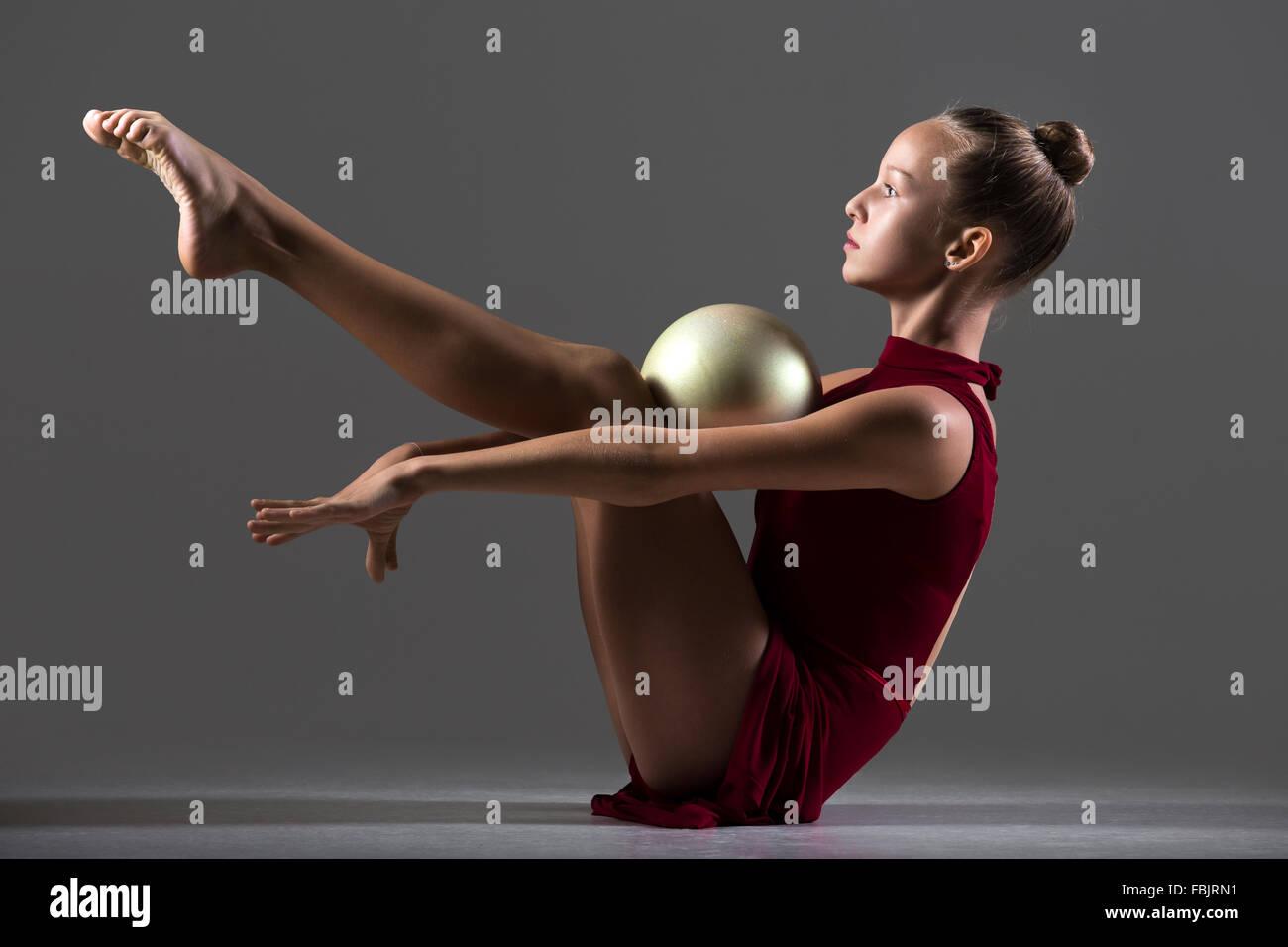 Schöne Coole Junge Fit Turnerin Athlet Frau Sportswear Roten Kleid