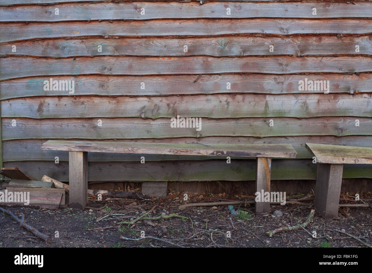 Holz Verkleidung und Bänke Runde eine traditionelle Eichenrahmen ...