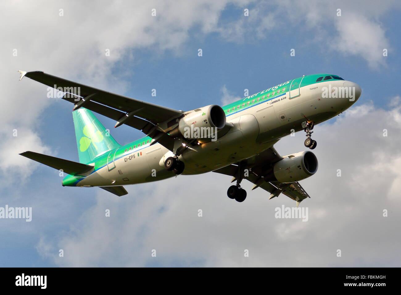Aer Lingus Airbus A319-111 EI-EPS Landung in Heathrow Stockbild