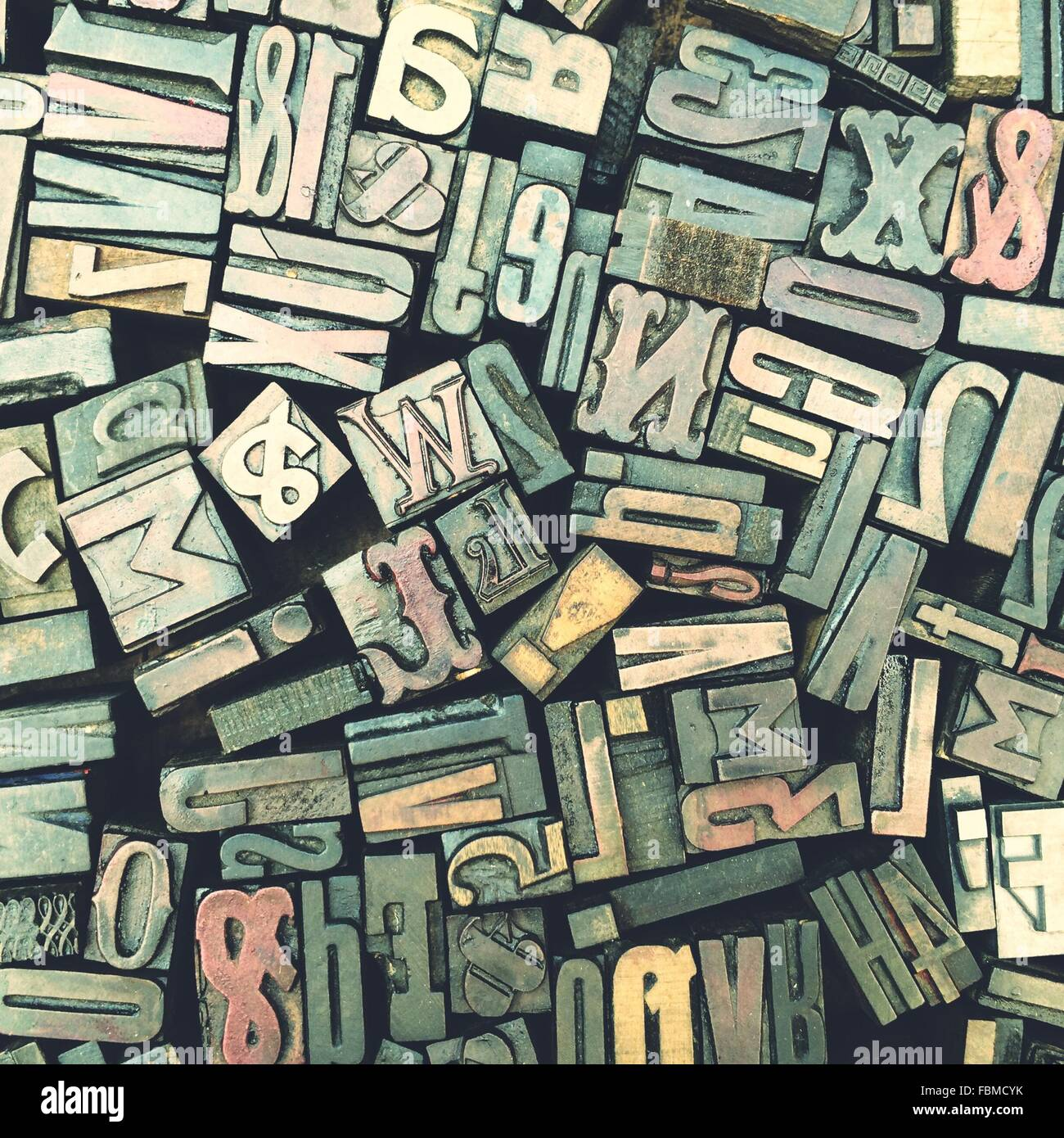 Verschiedene Größen von typografischen Stücke montiert In Briefen Stockbild