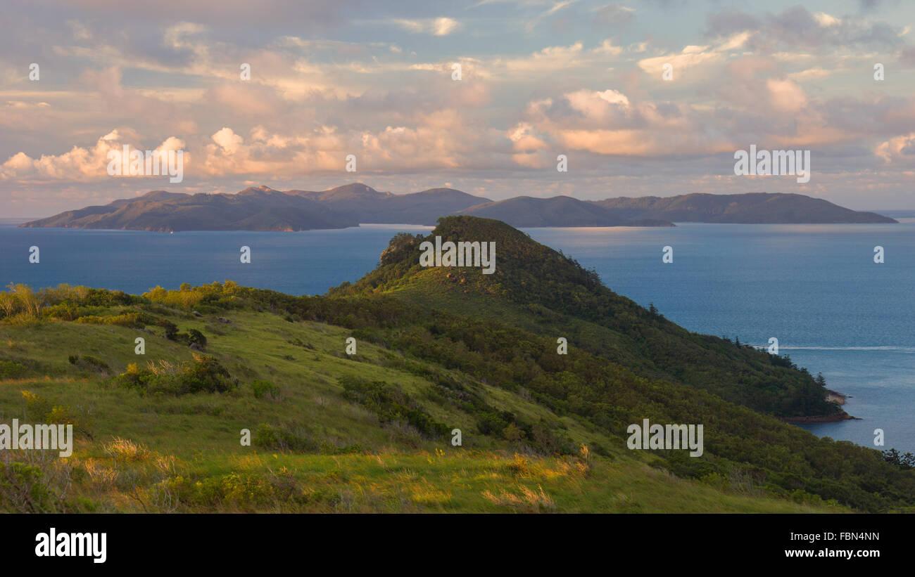 Blick auf Whitsunday Island aus South Molle Island Stockbild