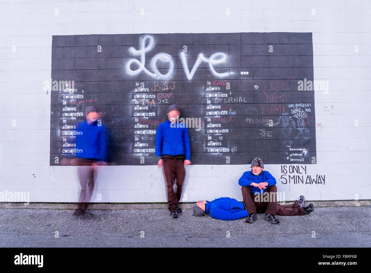 Die Liebe besiegt alles, interaktive Tafel, Granville Island, Vancouver, British Columbia Kanada Stockbild