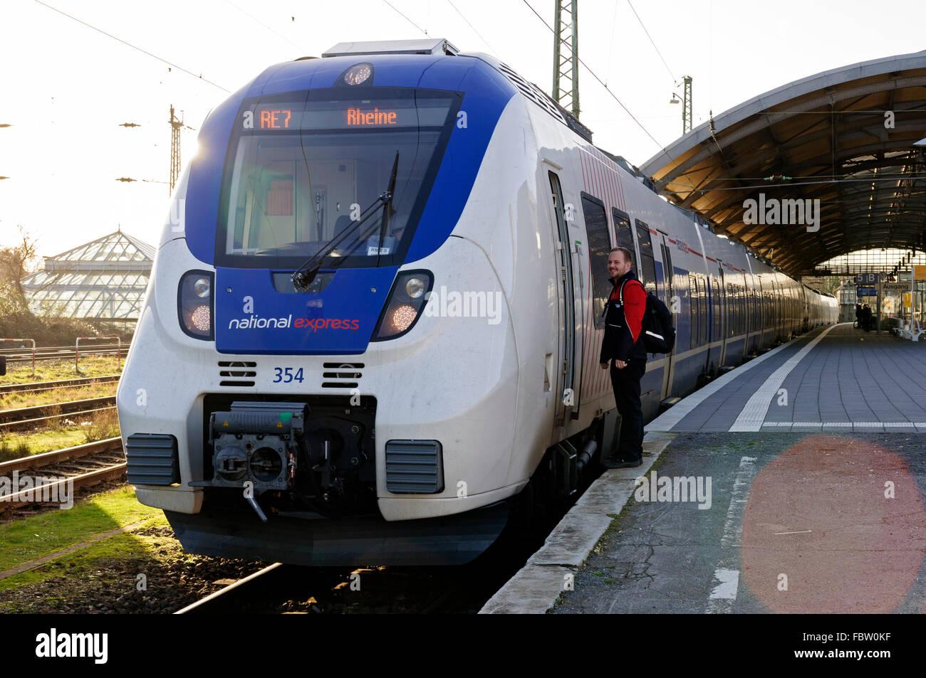 National Express Talent EMU Zug in Krefeld auf RE7 Service für Reine, Deutschland. Stockbild