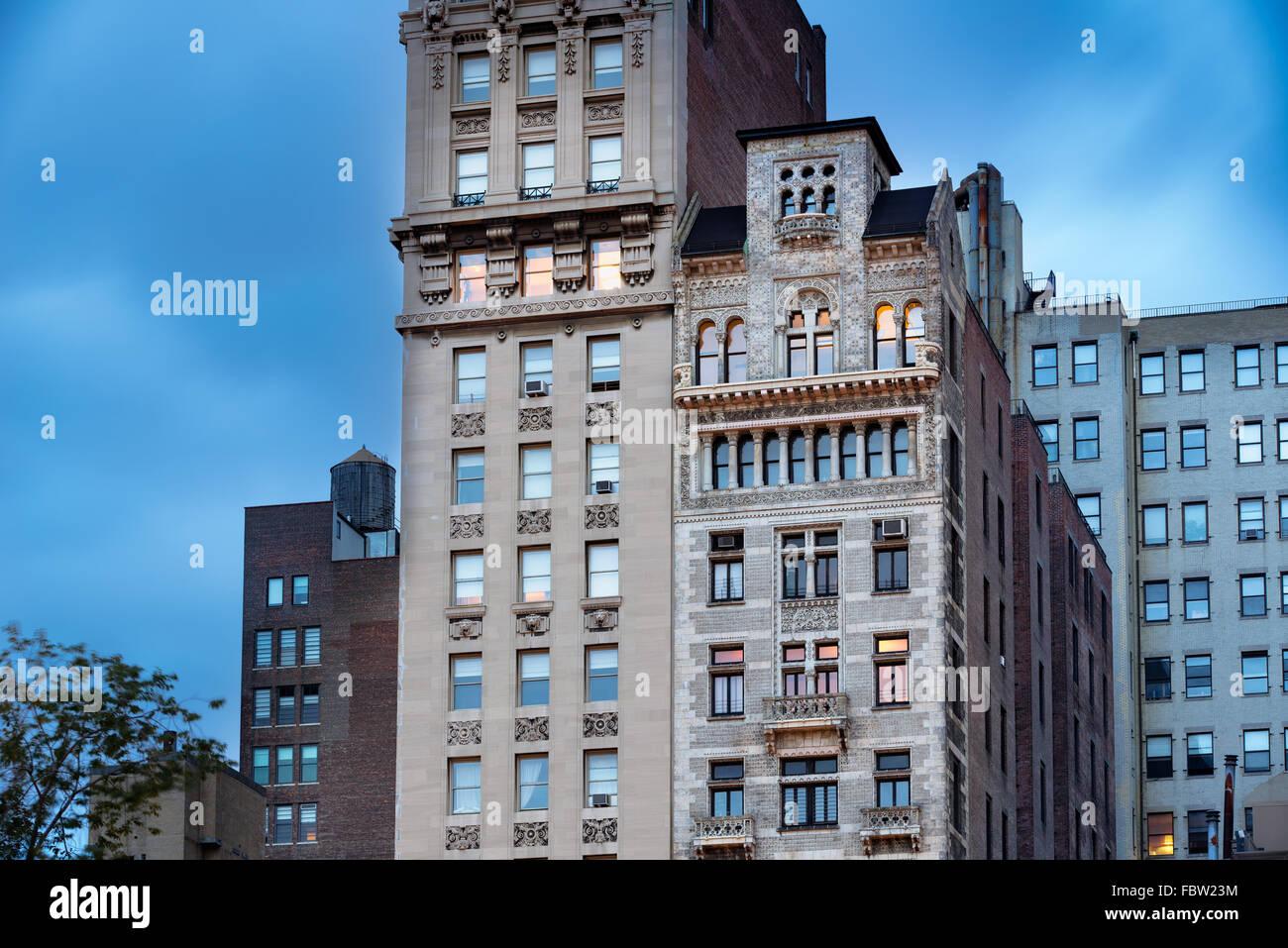 Bank of The Metropolis Gebäude und Decker Gebäude mit seiner komplizierten Terrakotta-Fassade, Union Square, Stockbild