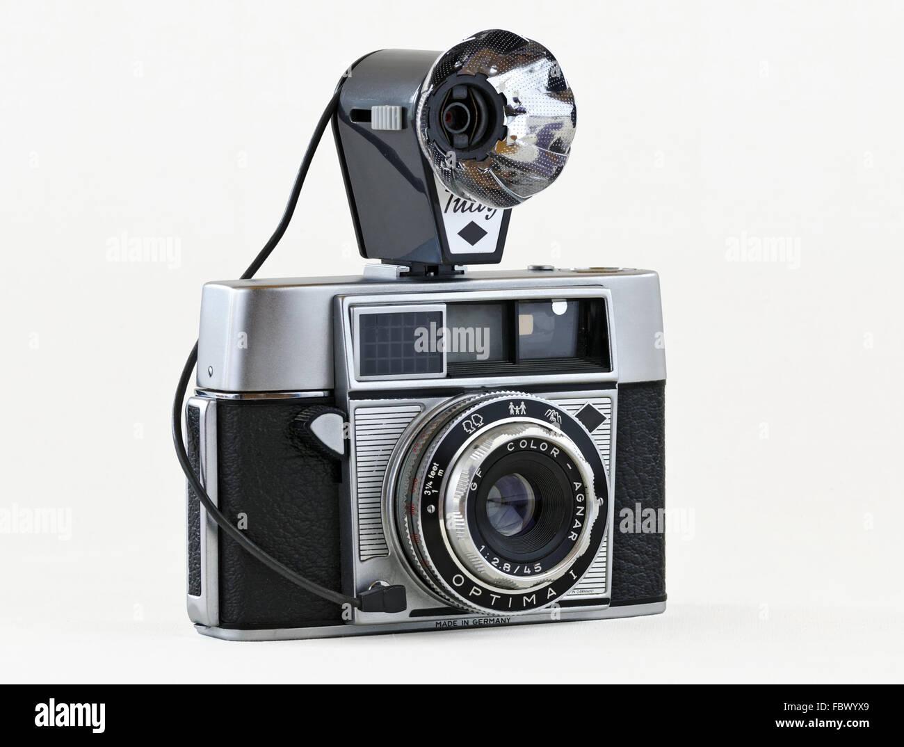 Entfernungsmesser kamera mit faltbaren blitz stockfoto bild