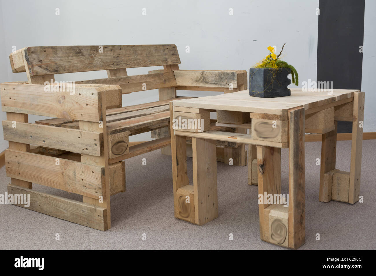 upcycling möbel aus paletten stockfoto, bild: 93478688 - alamy