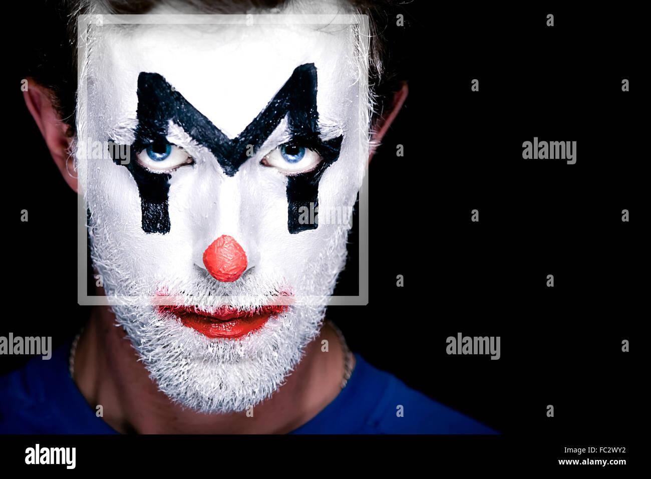 Ein Mann mit Clown Make-up im Gesicht Stockfoto