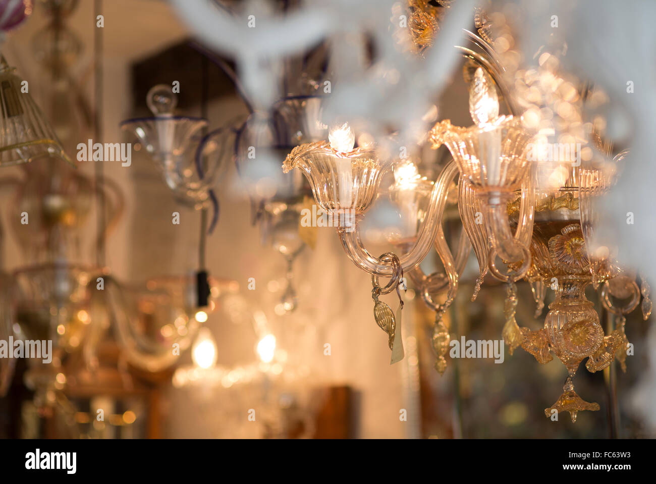 Kronleuchter Aus Murano Glas ~ Kronleuchter in glas shop in murano venedig italien stockfoto