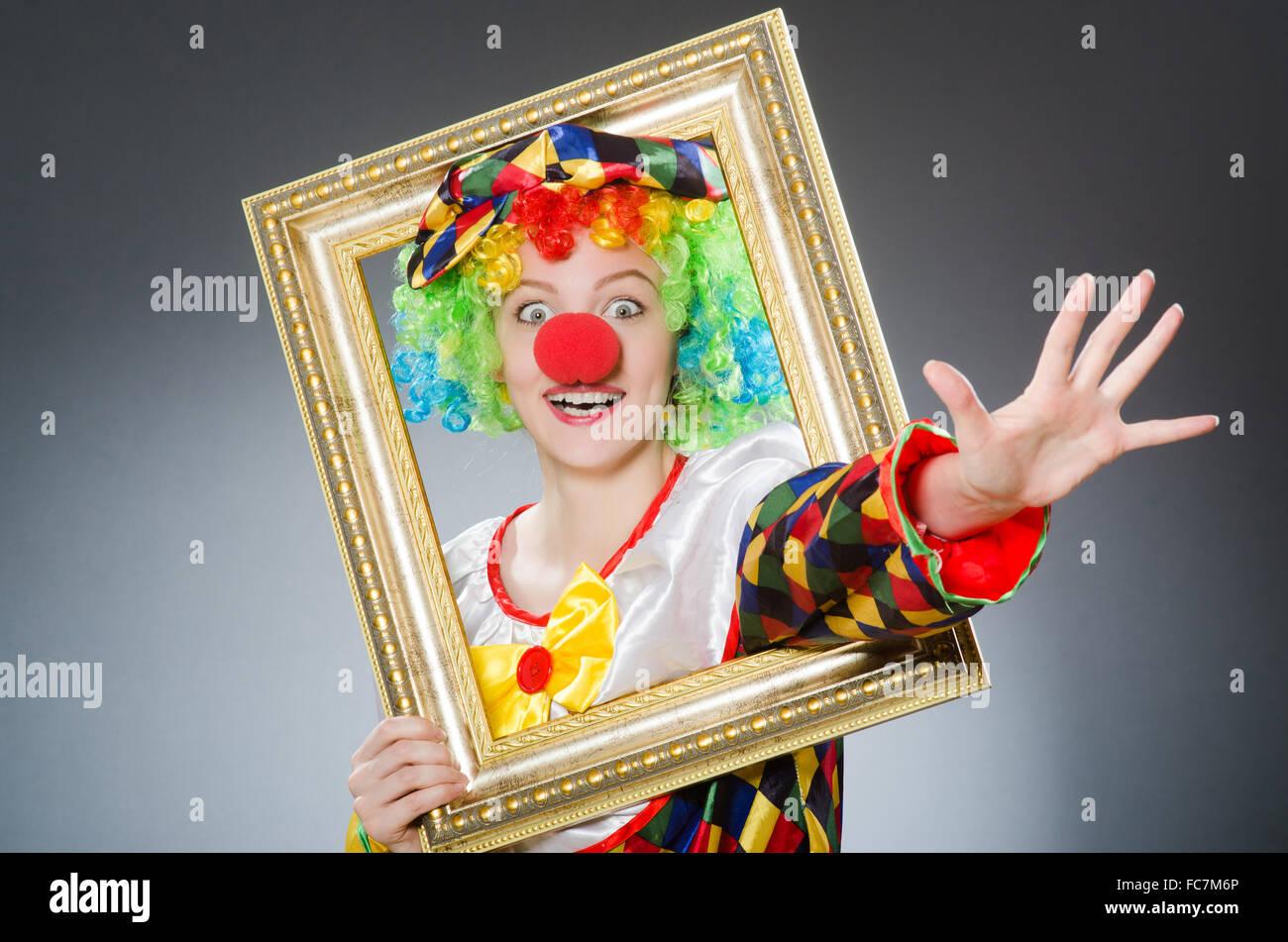 Clown mit Bilderrahmen in lustige Konzept Stockfoto, Bild: 93597246 ...