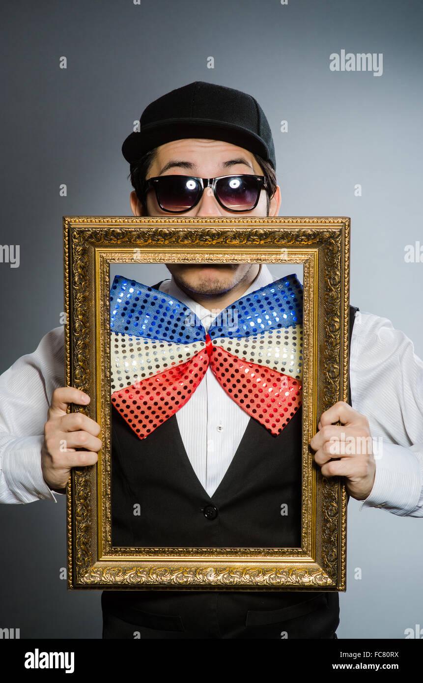 Lustiger Mensch mit Bilderrahmen Stockfoto, Bild: 93603998 - Alamy