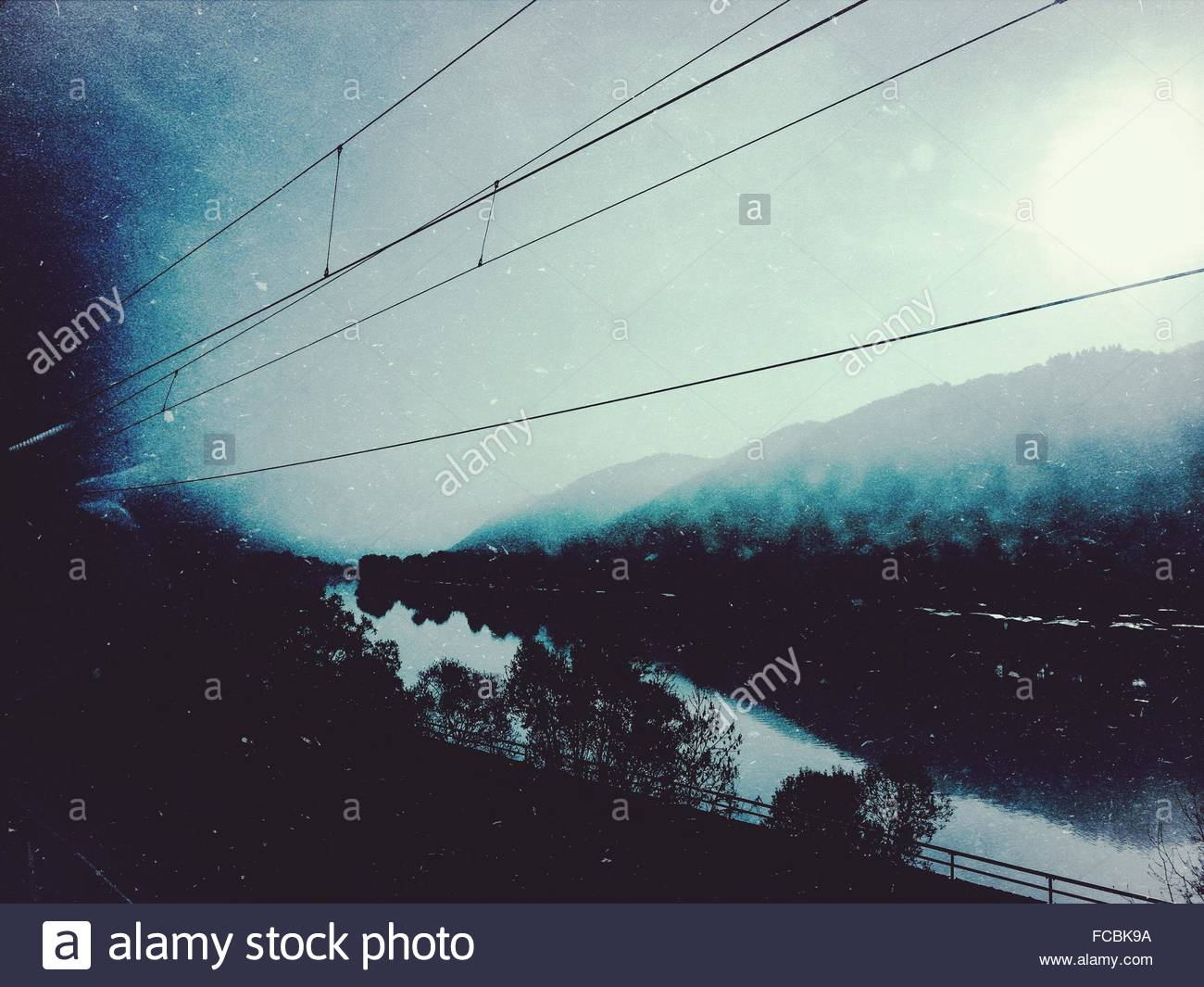 Stromleitung entlang Stockbild