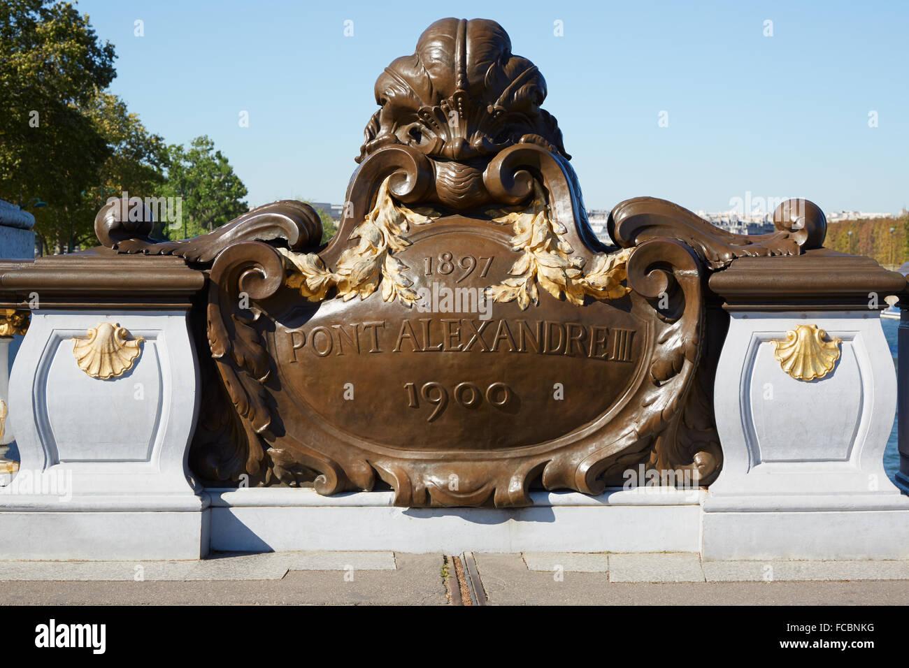 Pont Alexandre III Brücke Balustrade Emblem in Paris, am frühen Morgen Stockbild