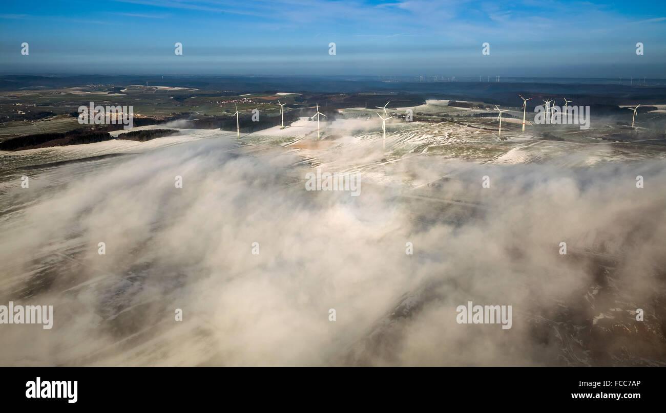 Luftaufnahme, Windkraftanlagen bei Rösenbeck, Windenergie, erneuerbare Energie, alternative Energie, Wolken Stockbild