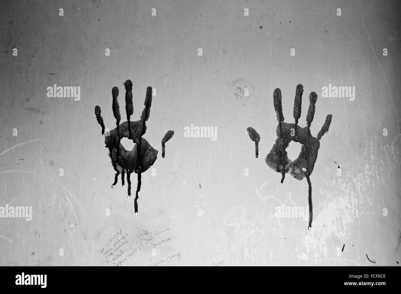 Handabdrücke an Wand Stockbild