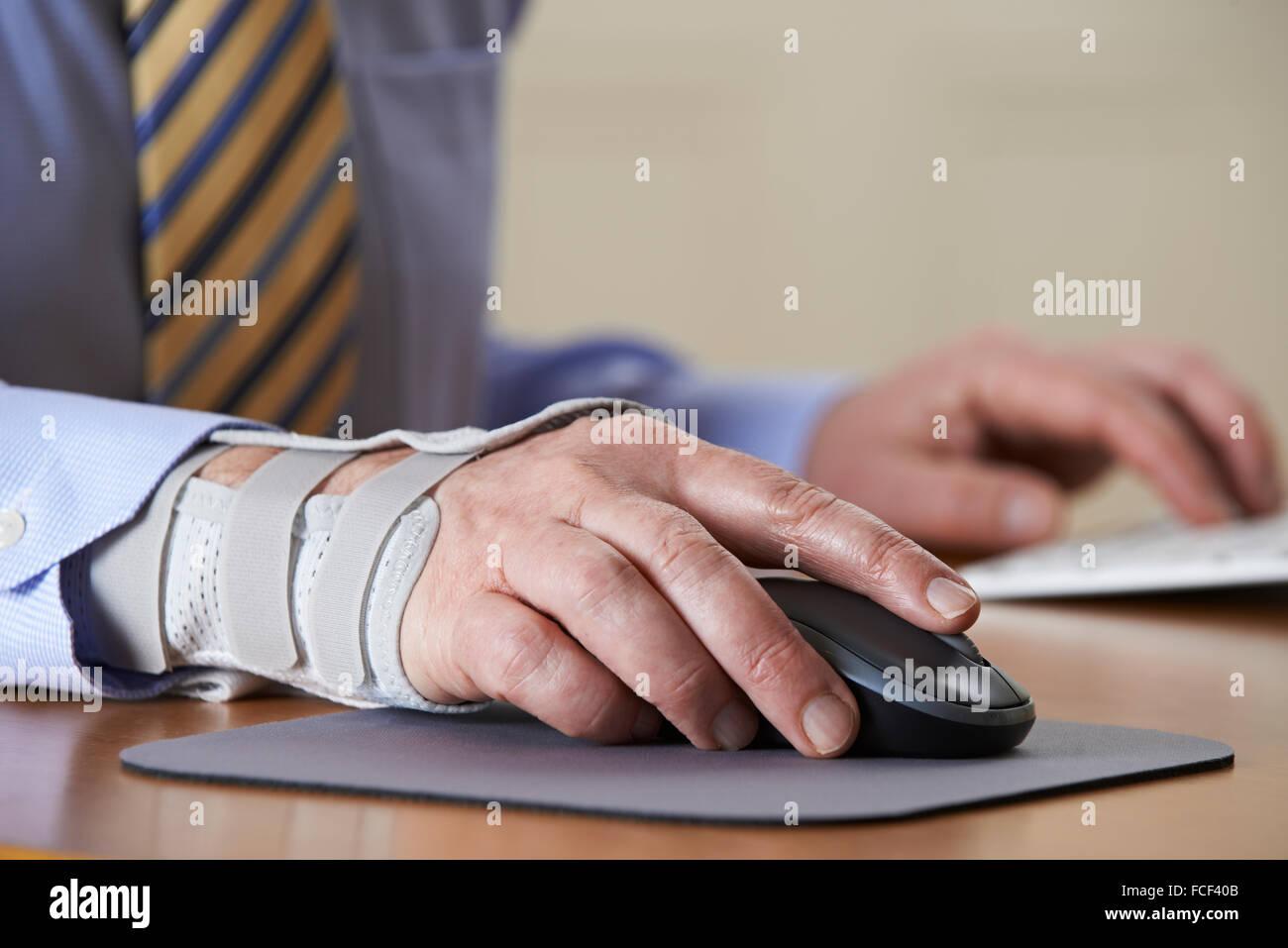 Geschäftsmann, Repetitive Strain Injury (RSI) leiden Stockbild