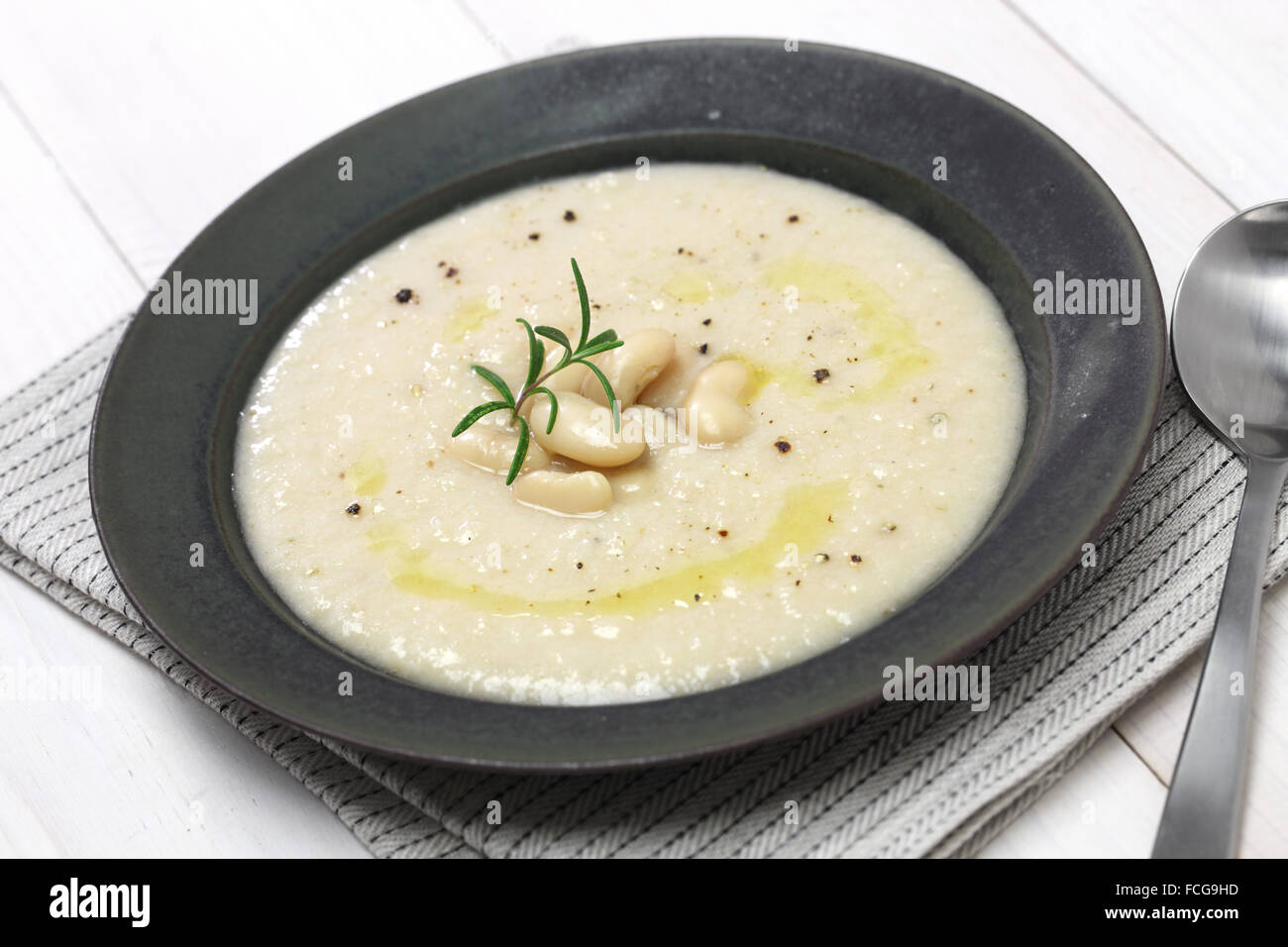 toskanische cremig Cannellini Bohnensuppe, italienische Küche Stockbild