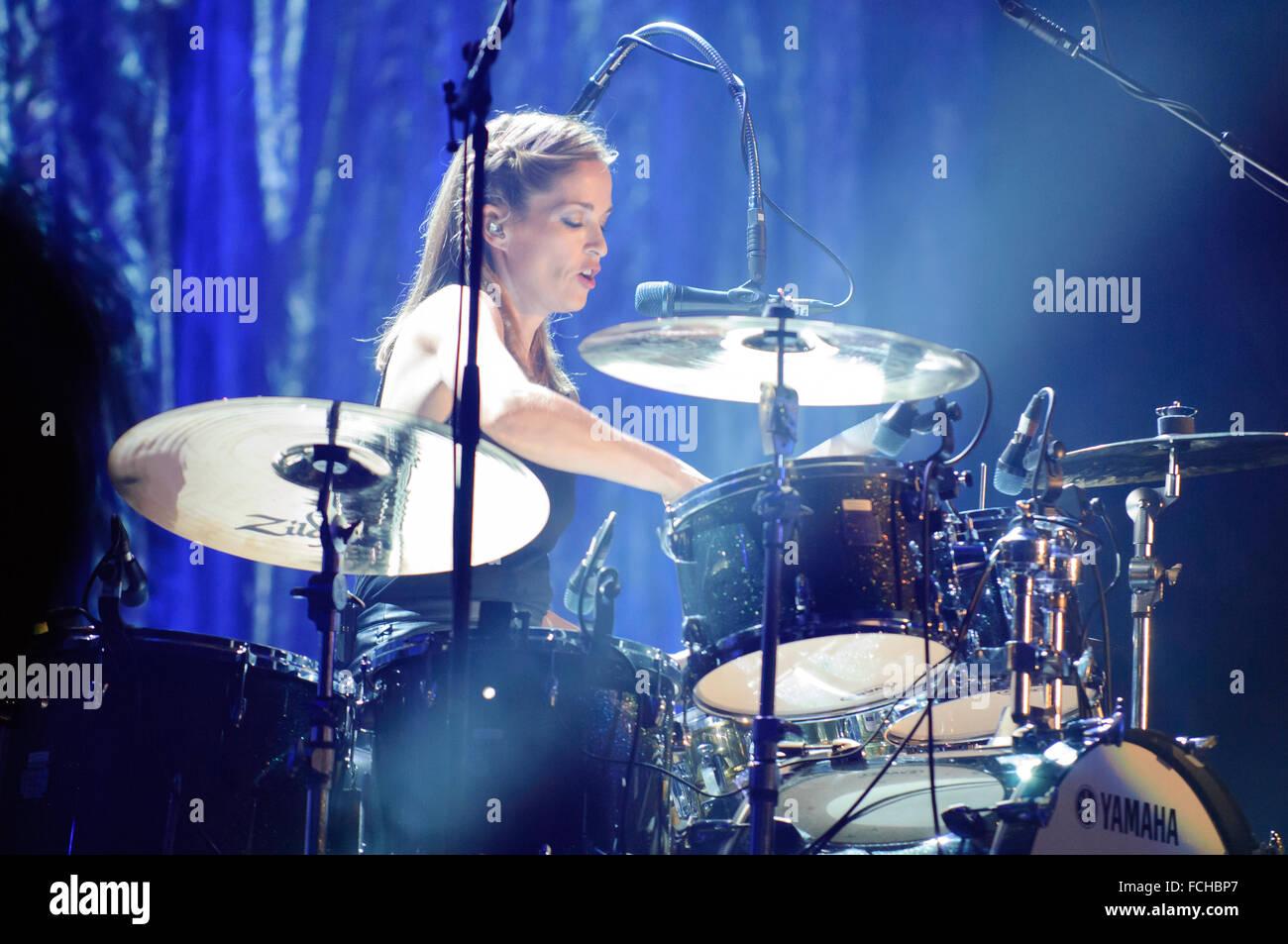 Liverpool, Großbritannien. 22. Januar 2016. Caroline Corr der irischen Band, The Corrs, während Ihre weißen Licht Stockfoto