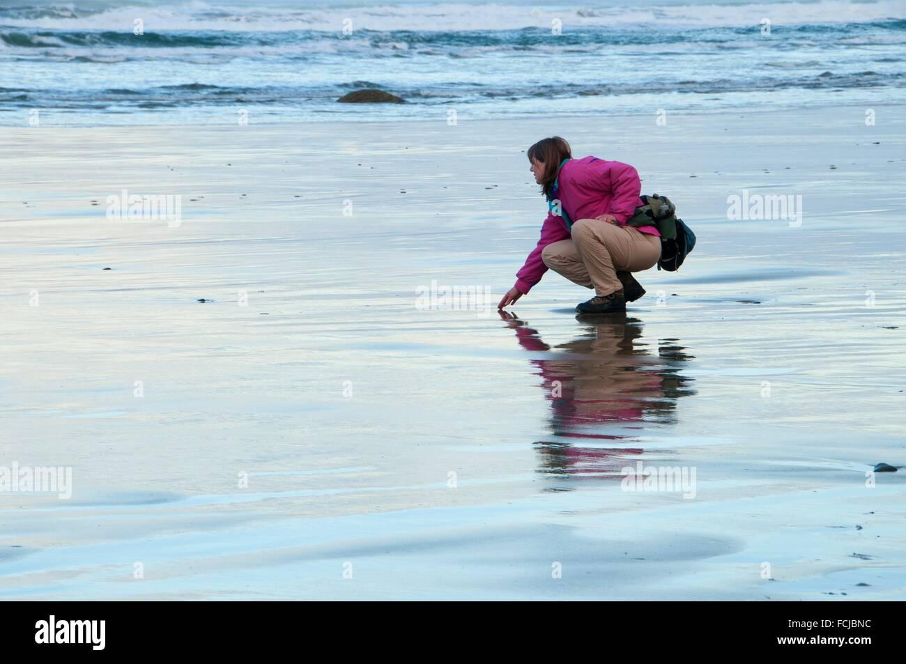 Wanderer auf Strand, Lost Creek State Park, Newport, Oregon. Stockbild