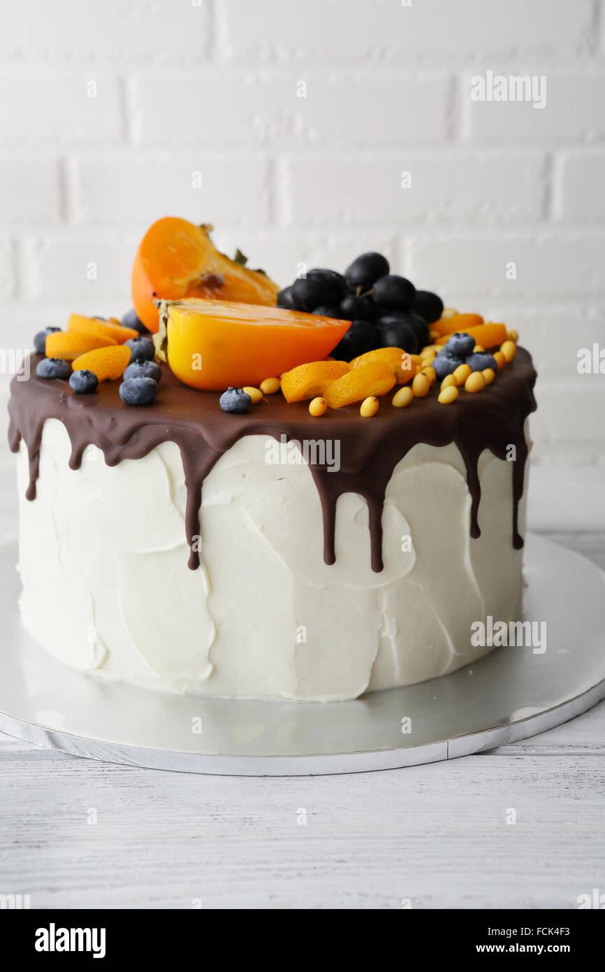 Grosse Torte Mit Obst Dekor Essen Nahaufnahme Stockbild