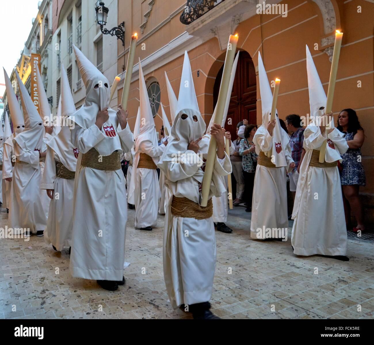 Malaga: die unverwechselbare Umhänge und Kapuzen, Capirotes der spanischen Karwoche. Stockbild
