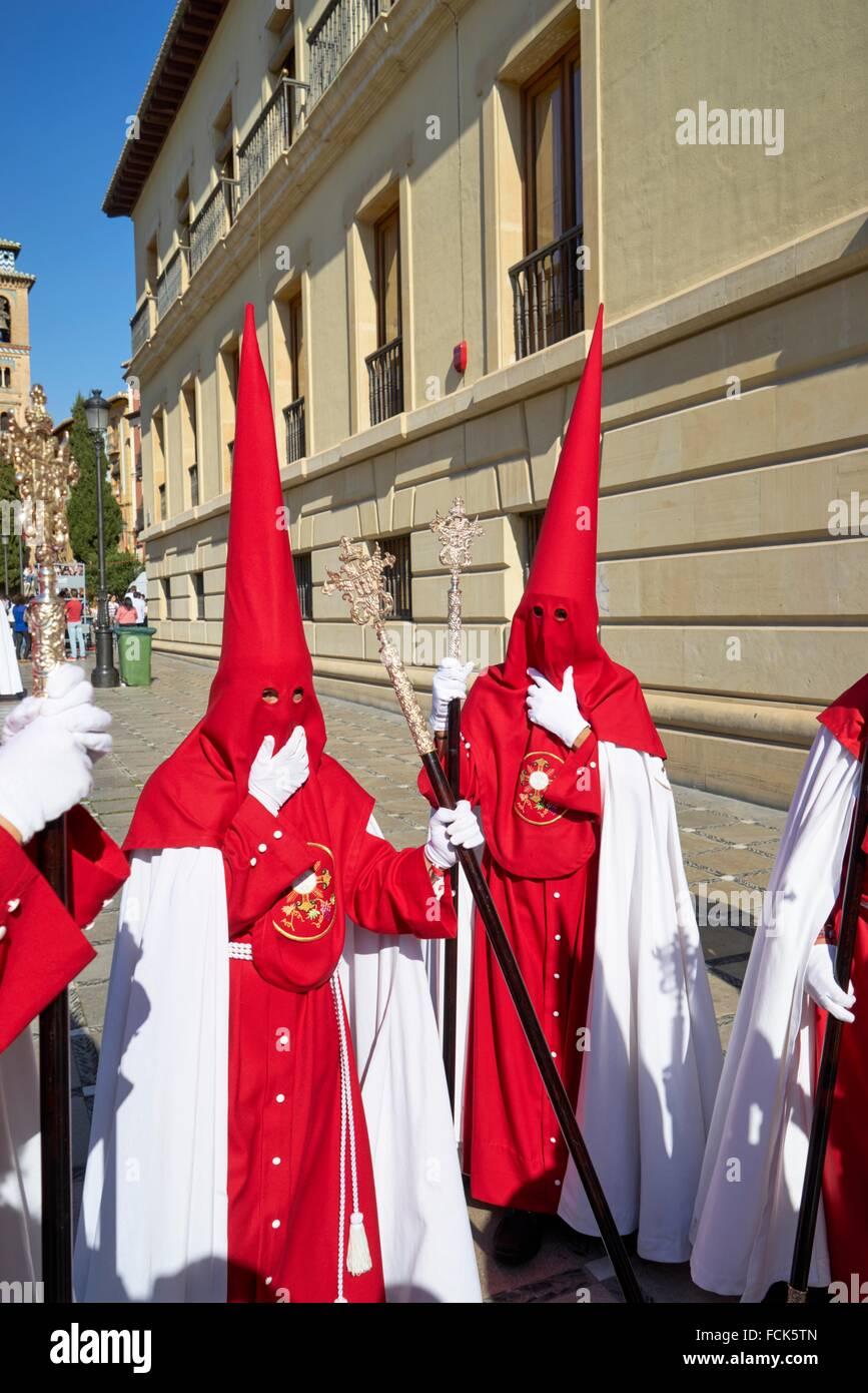 Granada: die unverwechselbare Umhänge und Kapuzen, Capirotes der spanischen Karwoche. Stockbild