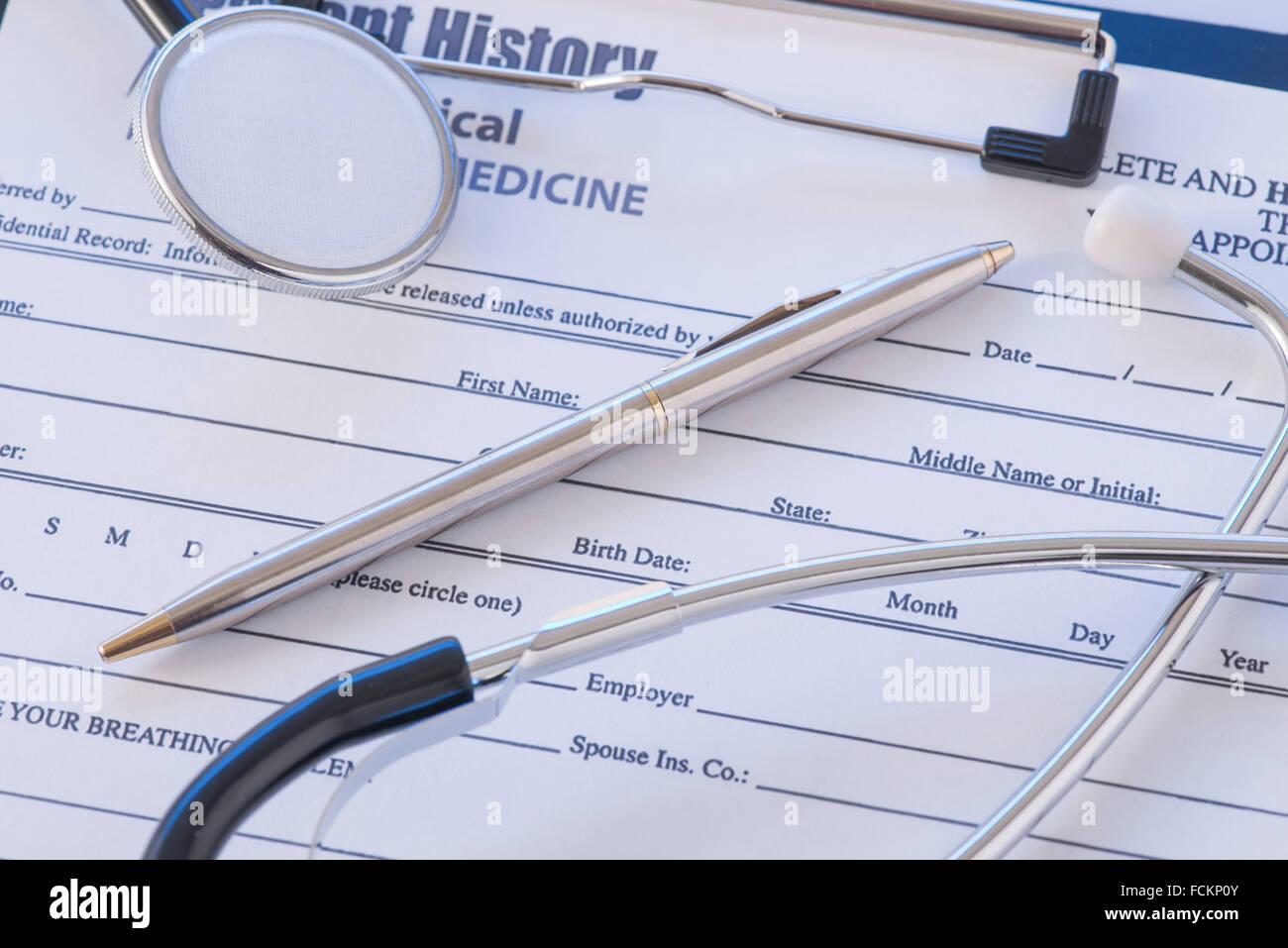Ärzte wesentliche liegen auf dem Tisch. Stockbild