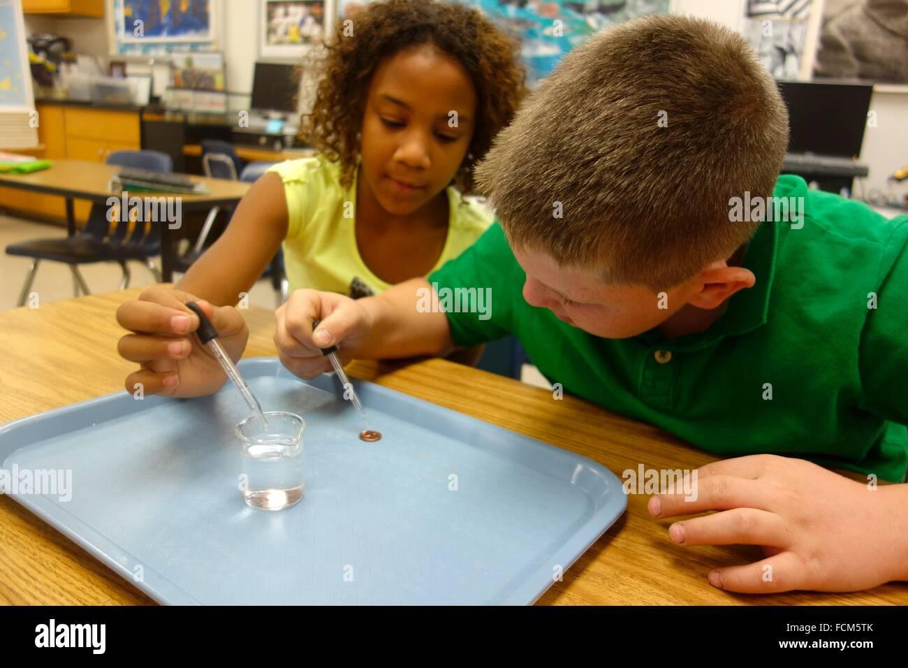 Wissenschaftliches Experiment Zusammenhalt, Wellsville, New York, Vereinigte Staaten von Amerika. Stockbild