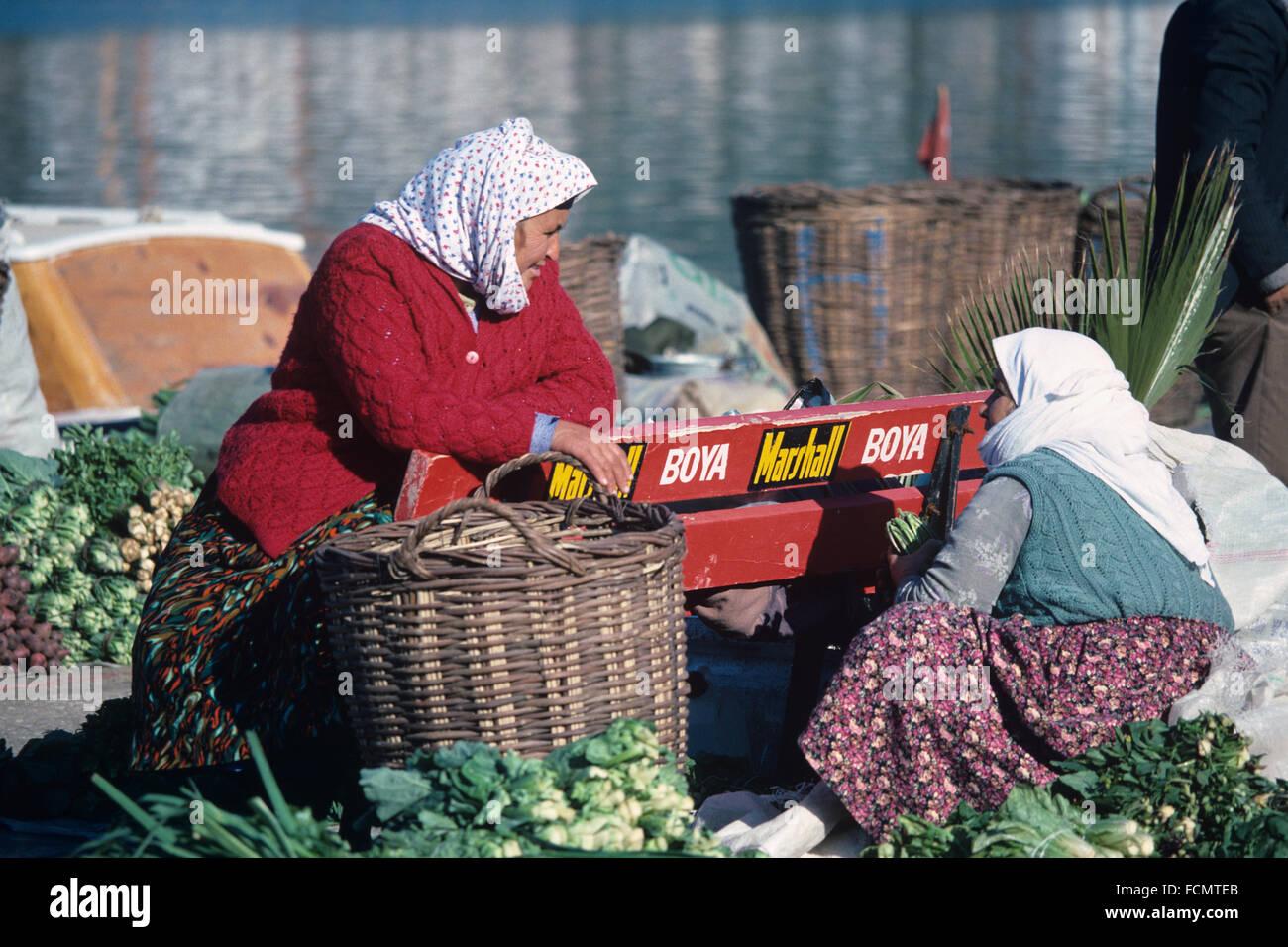 Türkische Bäuerinnen in traditionelle türkische Kleider und