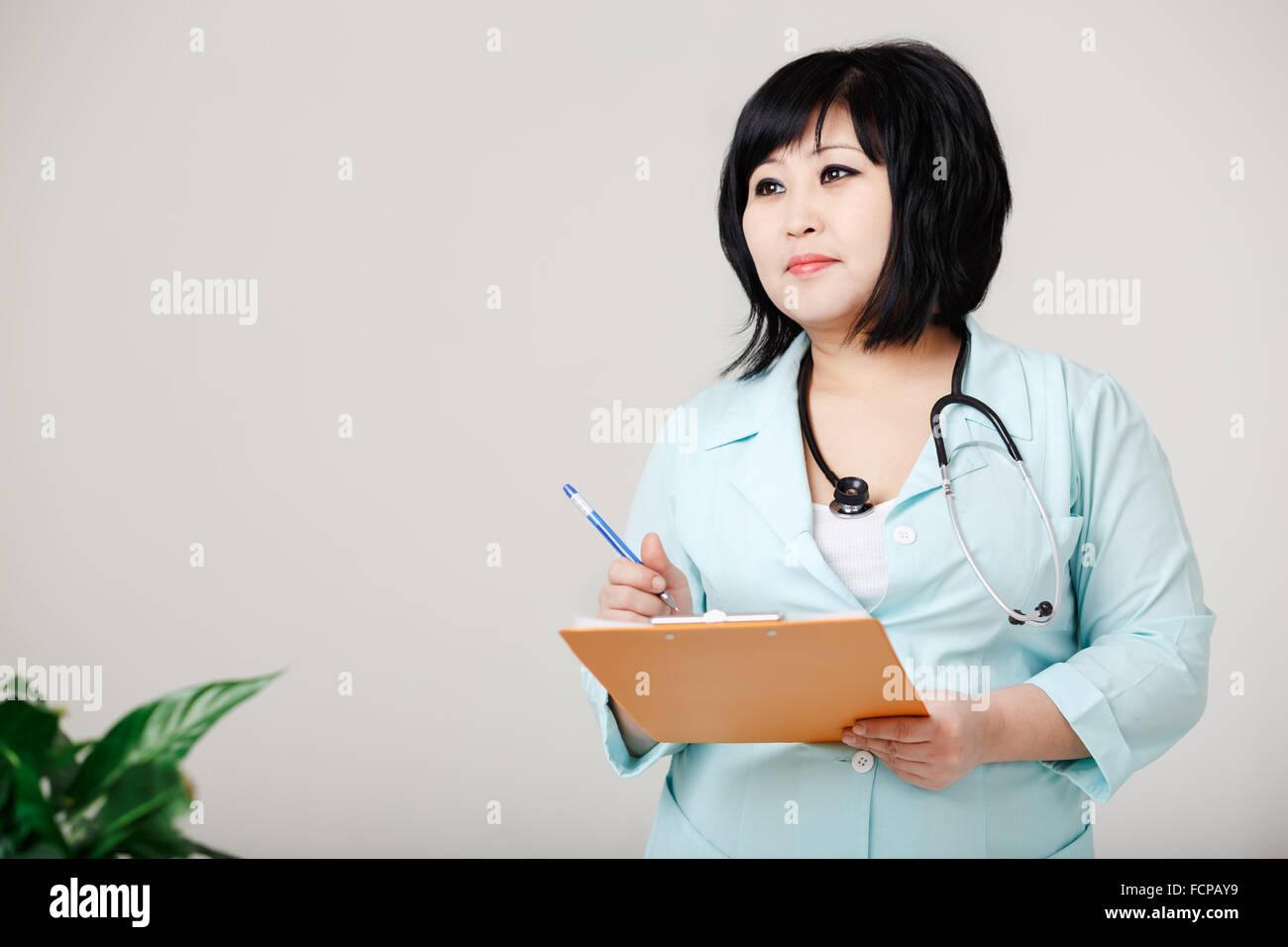 kurvige krankenschwester steht noch schreibt die. Black Bedroom Furniture Sets. Home Design Ideas