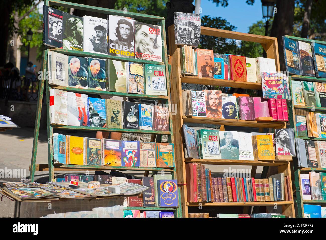 Che Guevara Fidel Castro, Bücher über, zum Verkauf an der Plaza de Armas, Havanna-Kuba Stockbild