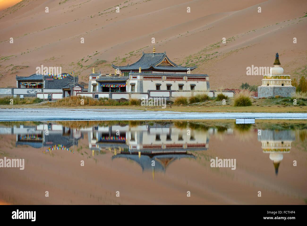 China, Innere Mongolei, Badain Jaran Wüste, Gobi Wüste, mongolischen Kloster Badain Jilin Stockbild