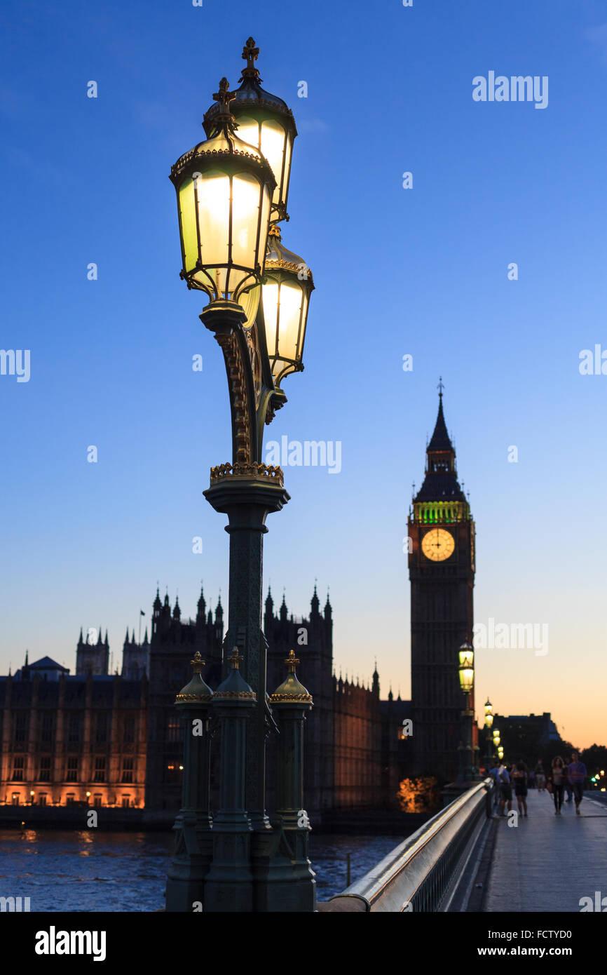 Straßenlaterne mit Big Ben in Westminster, London Stockbild