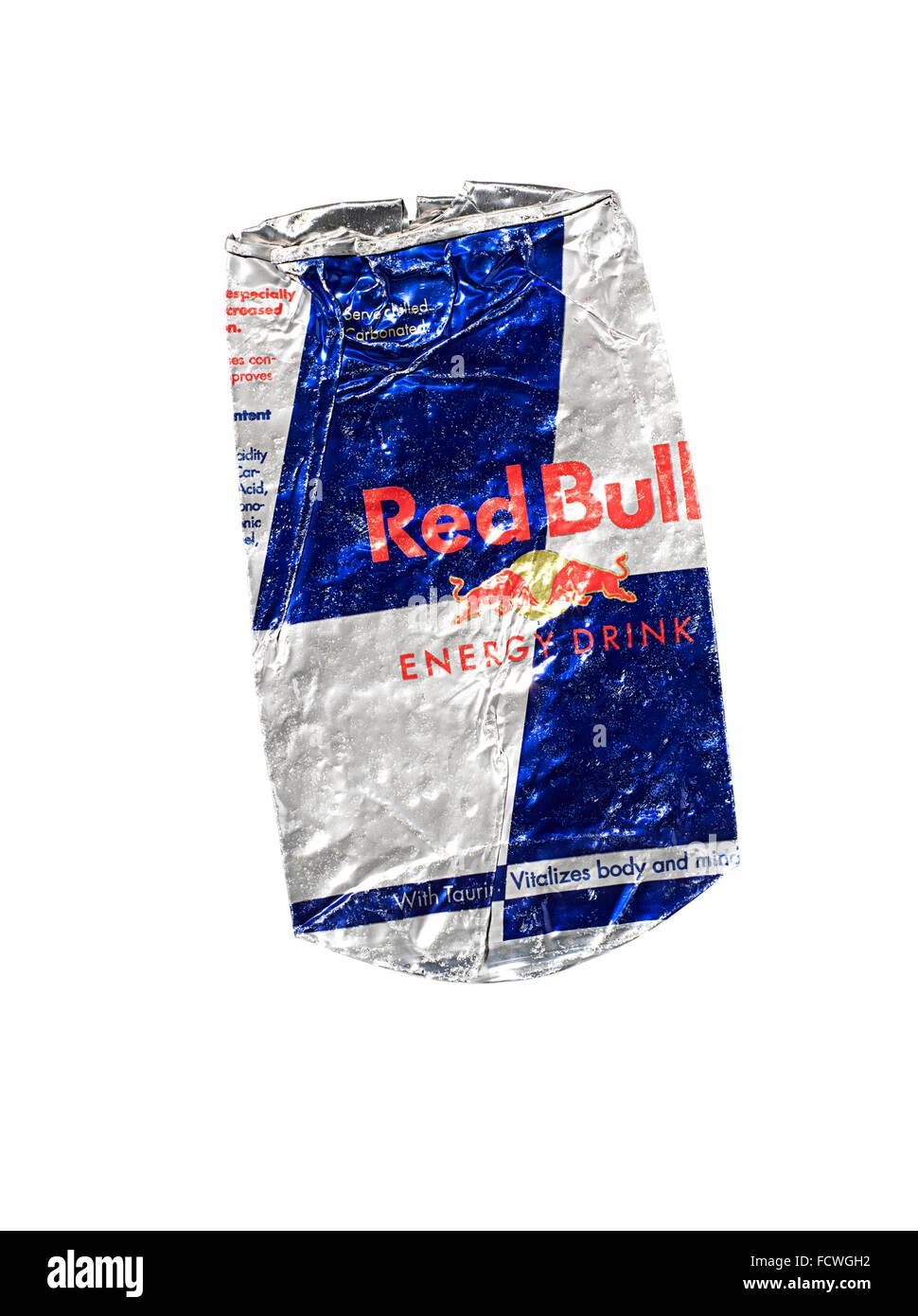 Eine zerdrückte Dose Red Bull Stockbild