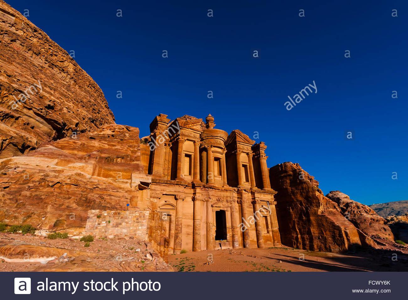 Das Kloster (Ad Dayr oder Ad-Deir auf Arabisch) verfügt über eine massive Fassade fast fünfzig Meter Stockbild