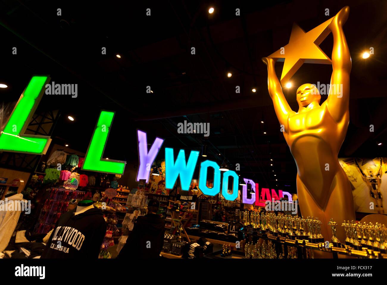 Geschenk-Shop mit einem Bildnis des Oscar-Statue am Hollywood Boulevard, Hollywood, Los Angeles, Kalifornien, USA Stockbild