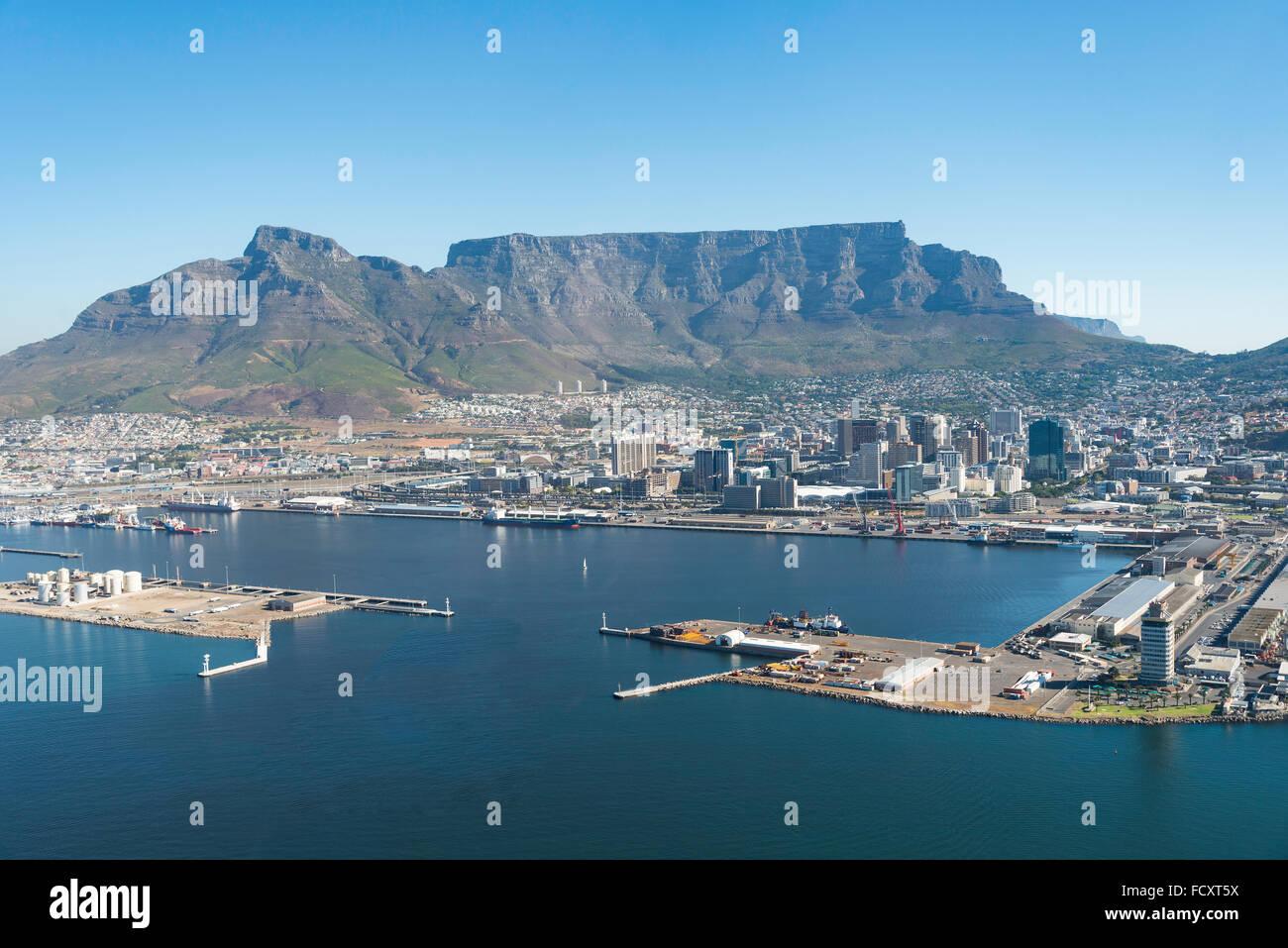 Luftaufnahme der Stadt und Hafen, City of Cape Town Metropolitan Municipality, Provinz Westkap, Südafrika Stockbild