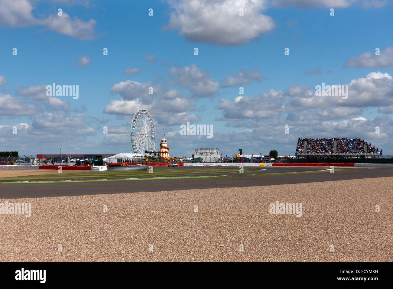 """Weitwinkel-Ansicht von """"The Loop"""", auf dem Silverstone Motor Racing Circuit, während die Silverstone Stockbild"""
