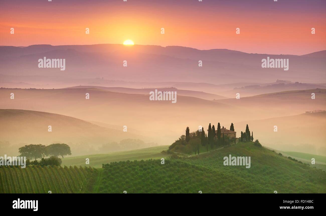 Toskana-Landschaft bei Sonnenaufgang, Val d ' Orcia, Italien Stockbild