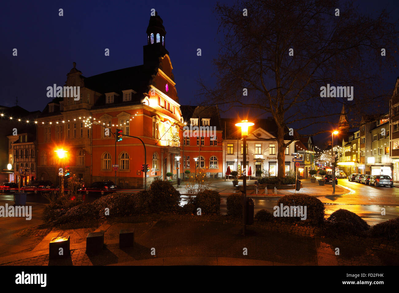 abendaufnahme und weihnachtsbeleuchtung rathaus und buergerhaeuser bin werdener markt in essen. Black Bedroom Furniture Sets. Home Design Ideas