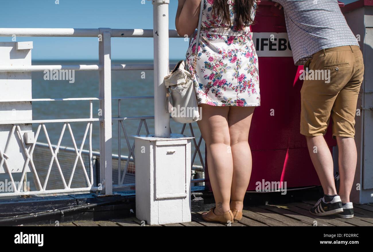 Blick auf das Meer von der Britannia Pier, Great Yarmouth, UK jungen heterosexuellen Paaren Stockfoto