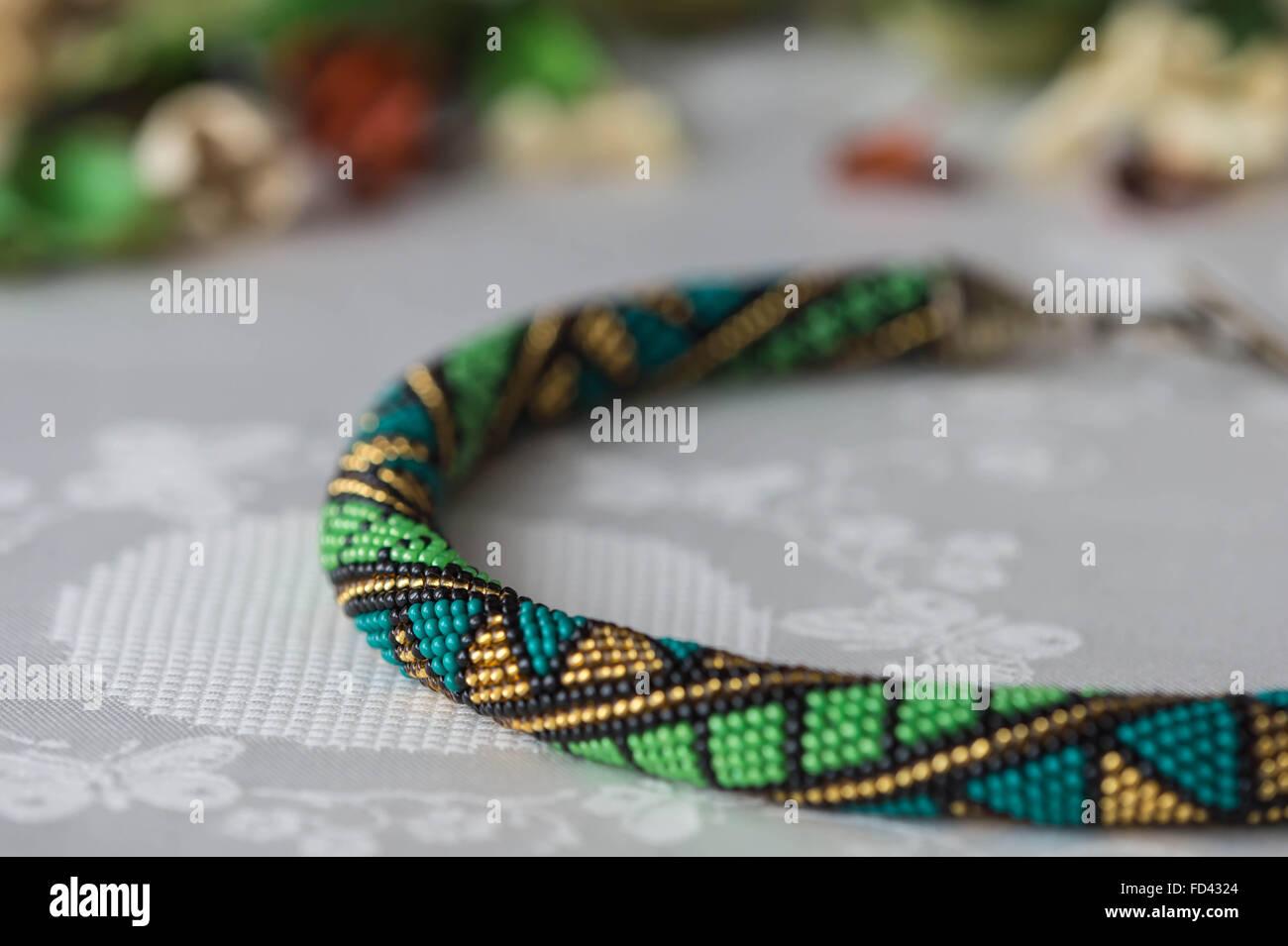 Handarbeit Häkeln Perlenkette Mit Geometrischen Muster Stockfoto