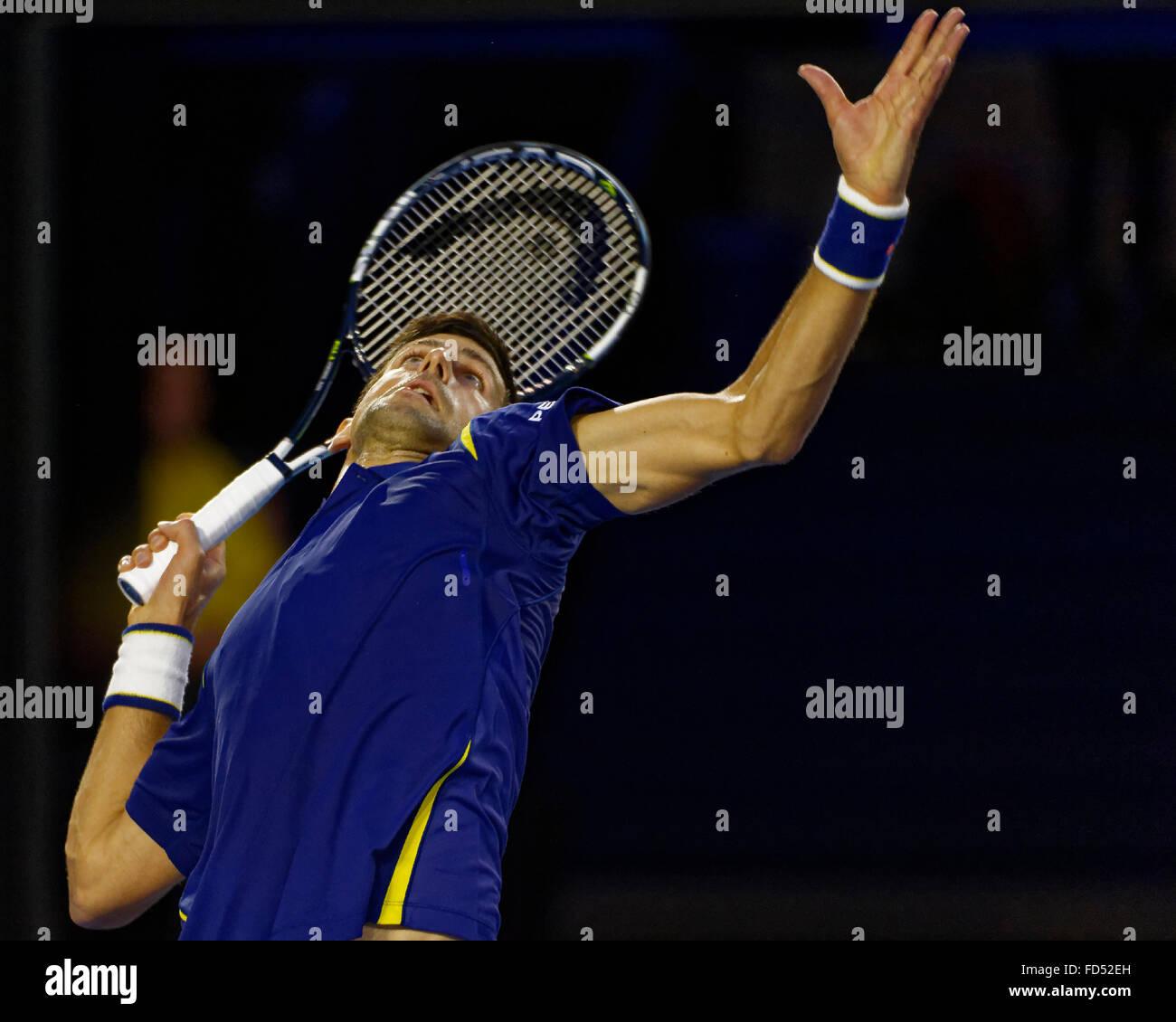 Melbourne, Australien. 28. Januar 2016. Novak Djokovic (SRB) in Aktion gegen Roger Federier (SUI) während ihrer Stockfoto