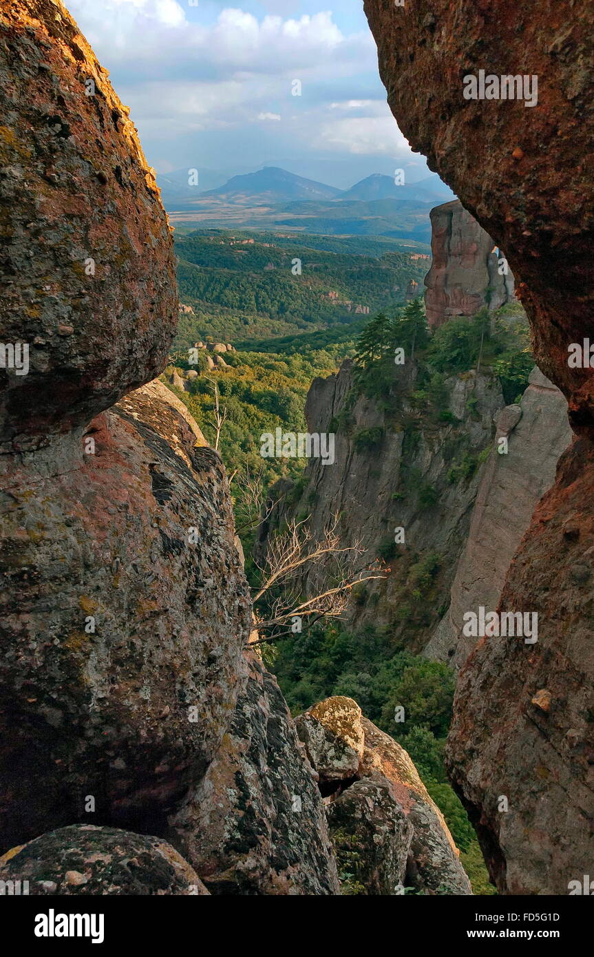 Belogradchik Felsen - Look aus einem Felsen Spalt, Bulgarien Stockbild