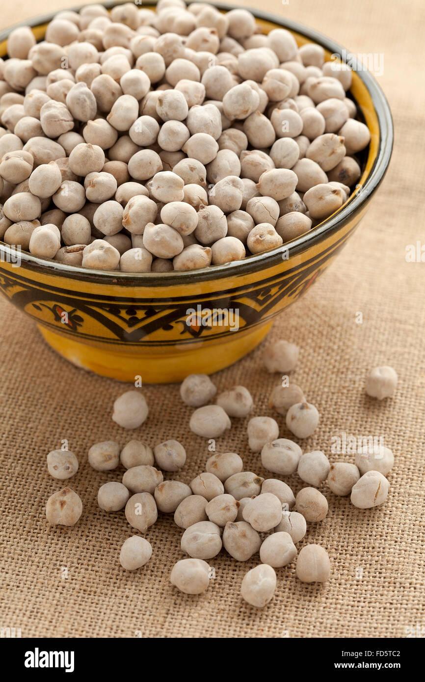 Schale mit marokkanischen geröstete Kichererbsen Stockbild