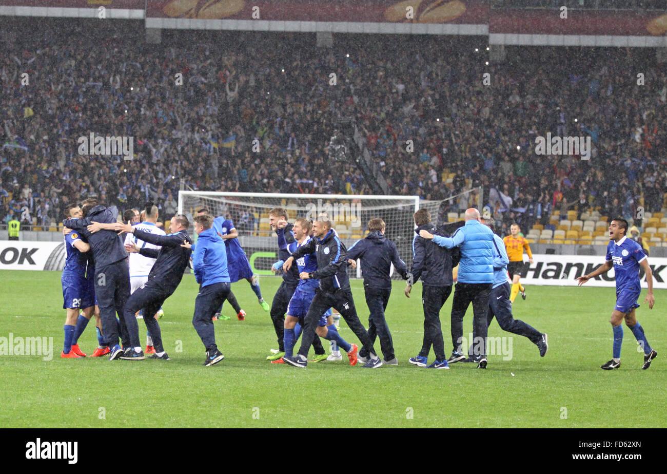 FC Dnipro Spieler und Trainer feiern Sieg nach UEFA-Champions-League-Halbfinale gegen Napoli Stockfoto