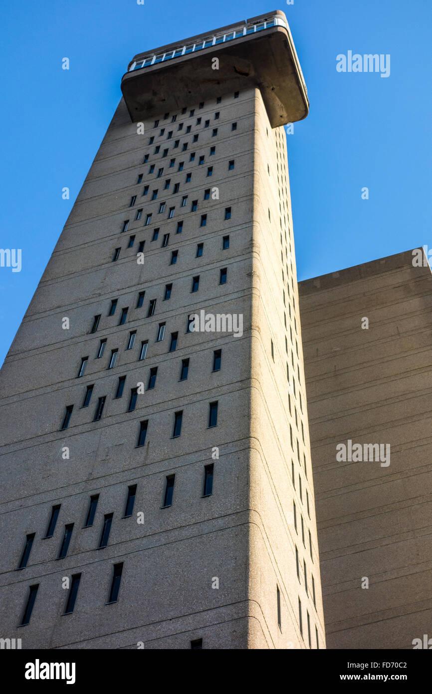 Brutalist Architecture von Trellick Tower Hochhaus Mehrfamilienhaus und das Beispiel des brutalismus von erno Goldfinger, Stockbild
